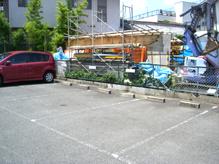 右側に4台駐車できます。