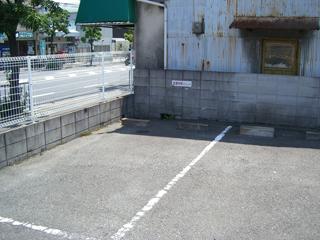 左側に1台駐車できます。